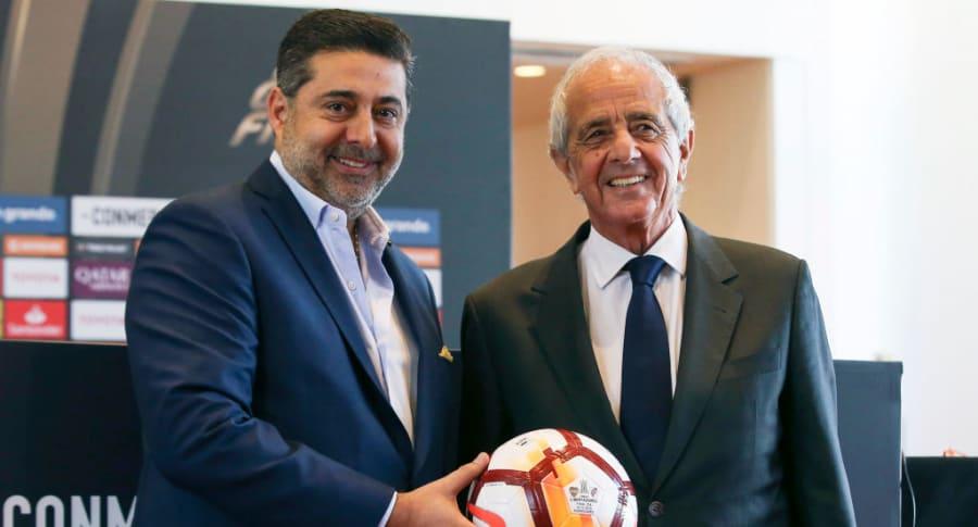 Los presidentes de Boca Juniors, Daniel Angelici, y River Plate, Rodolfo D'Onofrio