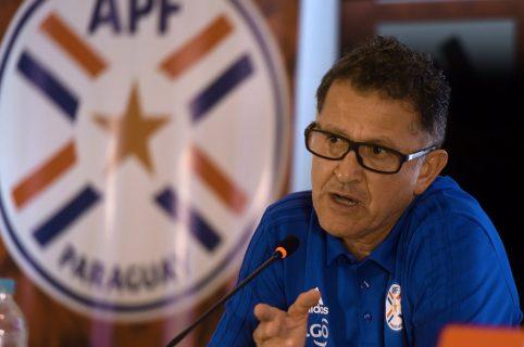 Juan Carlos Osorio habla durante una conferencia de prensa