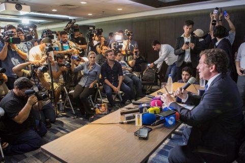 Alejandro Dominguez habla durante una rueda de prensa en Asunción