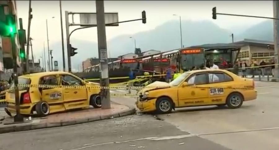 Choque de 2 taxis sobre la Carrera Décima con Calle Primera de Mayo