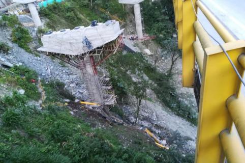 Obra del puente La Pala en el sector Chirajara