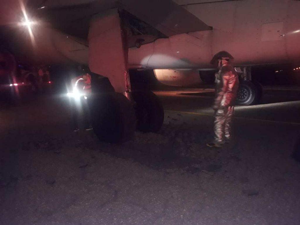 Llantas avión atasacadas en la pista