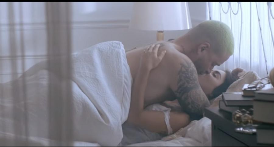 J Balvin y Lali Esposito, en el video de Ricardo Montaner
