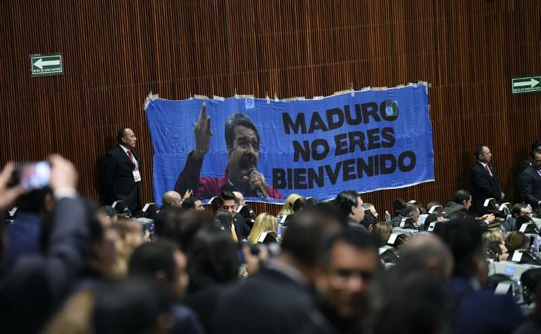 Pancarta colgada por algunos diputados mexicanos