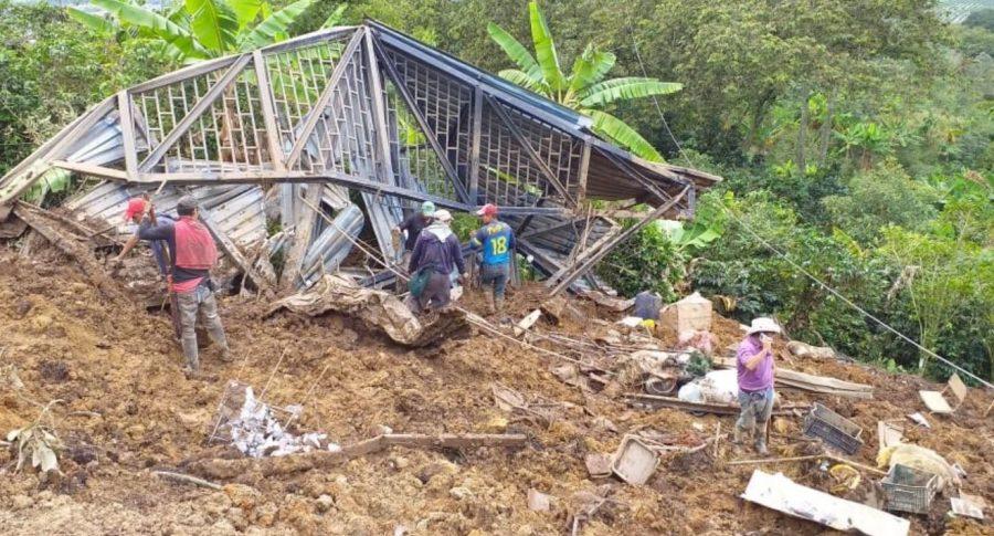 Derrumbe en colegio de Calarcá, Quindio.