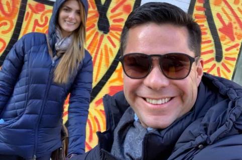 Luis Carlos Vélez, periodista, con su esposa Siad Char, presentadora.