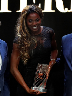 La atleta colombiana Caterine Ibargüen (c) posa en Mónaco