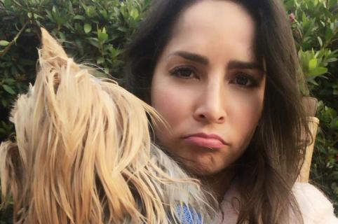 Carmen Villalobos, actriz, con su perro Freud.