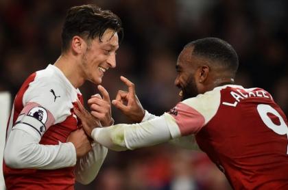 Ozil y Lacazette, jugadores del Arsenal