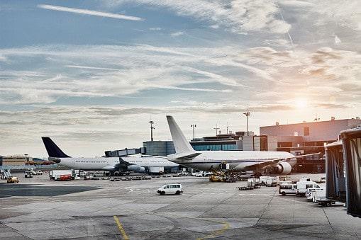 Aviones en aeropuerto