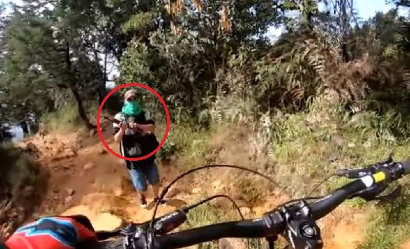 Robo a ciclista en Medellín