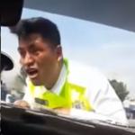 Policía de México arrastrado por carro