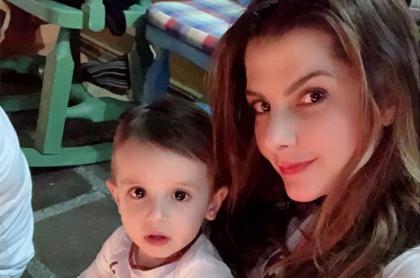 Carolina Cruz, presentadora, con su hijo Matías Palomeque.