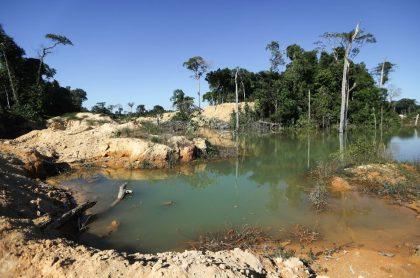 Mina ilegal en Itapua do Oeste, Brasil