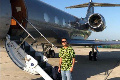 Silvestre Dangond aborda un avión rumbo a La Jagua