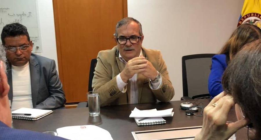 Rodrigo Londoño, en una reunión del partido Farc