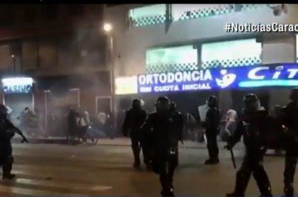 Enfrentamientos entre el Esmad y comerciantes en Bogotá