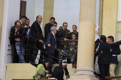 Uribe en la plenaria del Senado