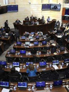 ¡Más y más plata! Les subieron (otra vez) el sueldo a los congresistas en Colombia
