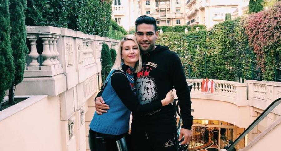 Falcao García, futbolista, con su esposa, Lorelei Tarón.