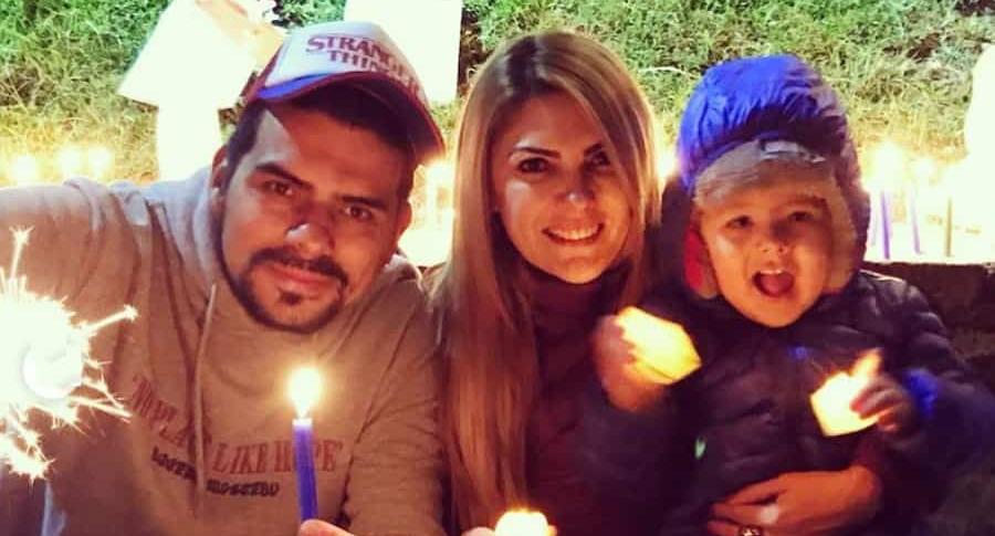 Ana Karina Soto, presentadora, junto a su pareja, el actor Alejandro Aguilar, y su hijo Dante.