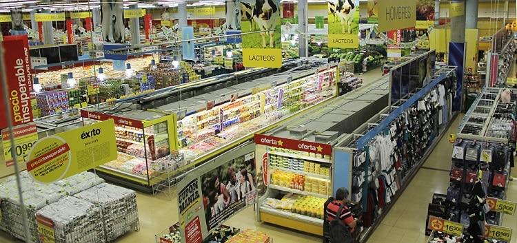 Interior de un almacén Éxito