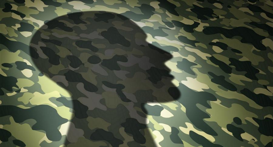 Sombra de una silueta sobre una textura de camuflaje