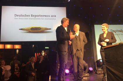 Claas Relotius recibe un premio de periodismo