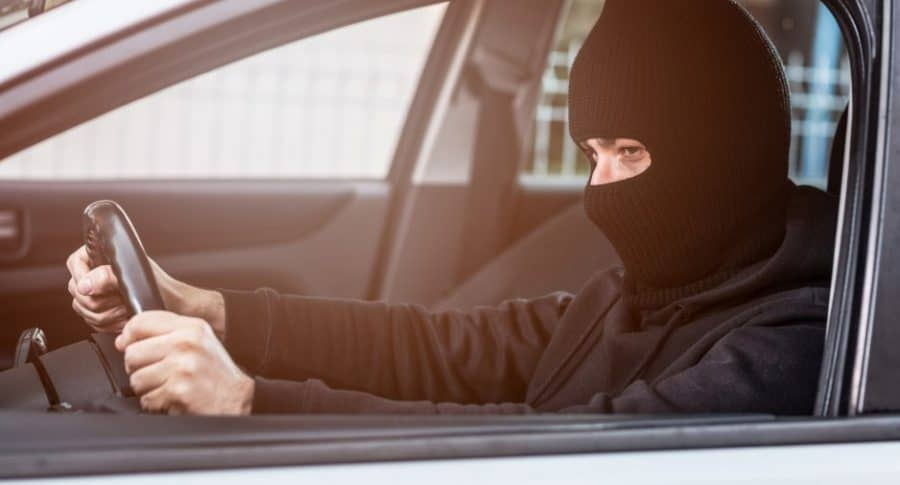 Ladrón en un carro.