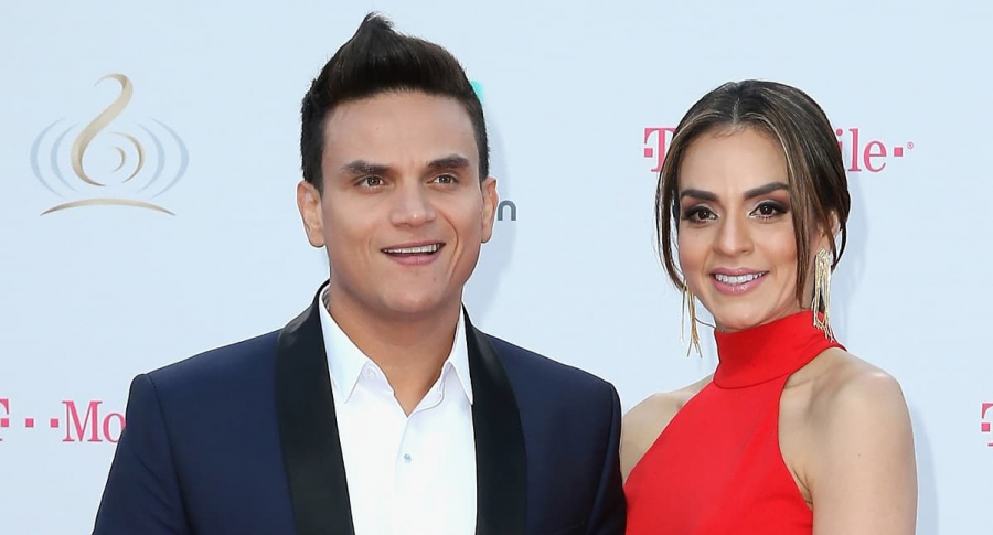 Silvestre Dangond, cantante, con su esposa Piery Avendaño.