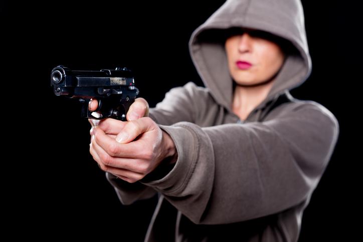 Mujer con pistola