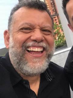 El padre Alberto Linero y el presentador Camilo Montoya.