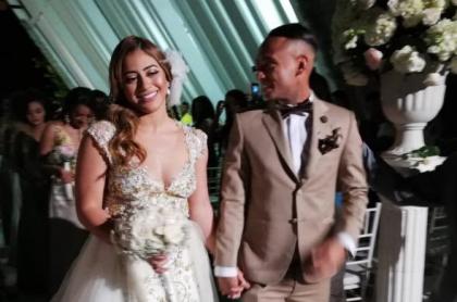 Jarlan Barrera y su esposa.