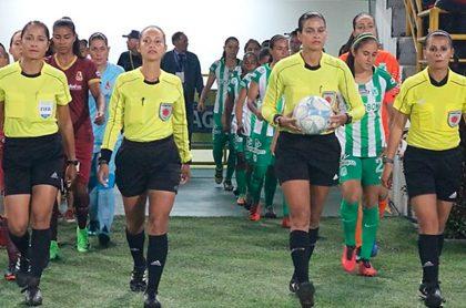 Mujeres árbitras (fútbol femenino)