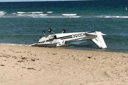 Avioneta cae en playa.
