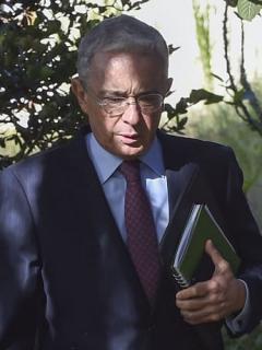 Un video y otras supuestas pruebas que exparamilitar presentará en contra de Álvaro Uribe