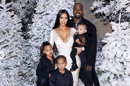 Kim Kardashian, Kanye West y sus hijos North, Saint y Chicago