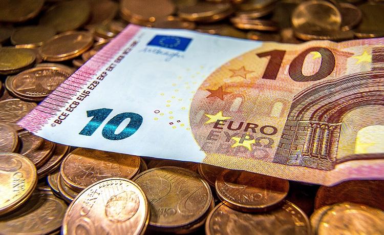Euros en monedas y billetes