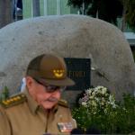Raúl Castro frente a la tumba de Fidel
