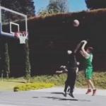 Juan Fernando Quintero jugando baloncesto