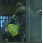 Pelea entre auxiliares de la Policía