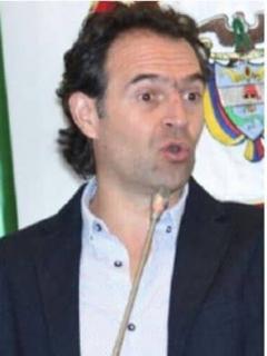 Federico Gutiérrez, alcalde de Medellín, y alias 'Reseco', integrante del 'Clan del Golfo' capturado