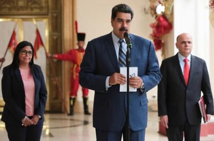 Delcy Rodríguez, Nicolás Maduro y Manuel Quevedo
