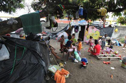 Vista general del terreno donde unos 400 venezolanos se han asentado en Cali