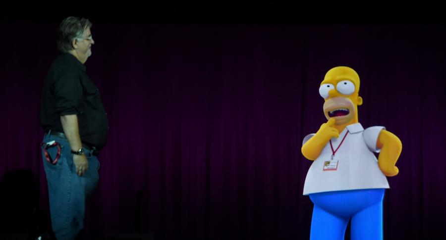 Matt Groening interactúa con una projección de Homero Simpson.