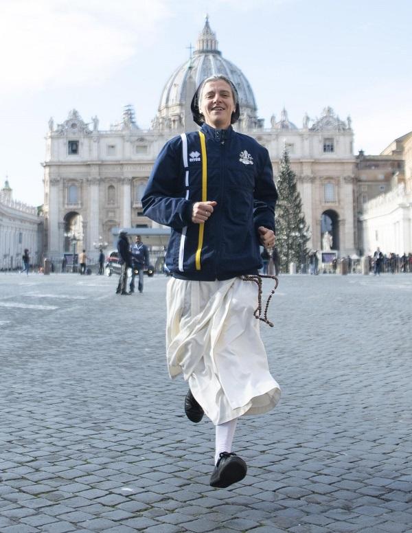 Monja del equipo de atletismo de El Vaticano