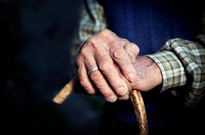 Imagen ilustrativa de un anciano para referenciar la nota sobre Abuelos mueren intoxicados en ancianato por fuga de monóxido de carbono.