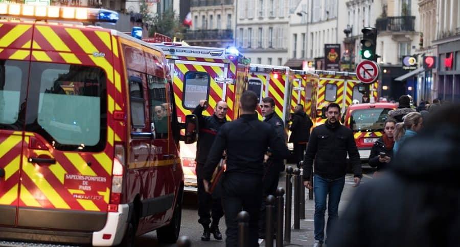Autoridades atienen explosión en París.