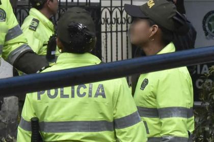 Policías.