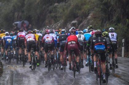 Pelotón de ciclistas en competencia